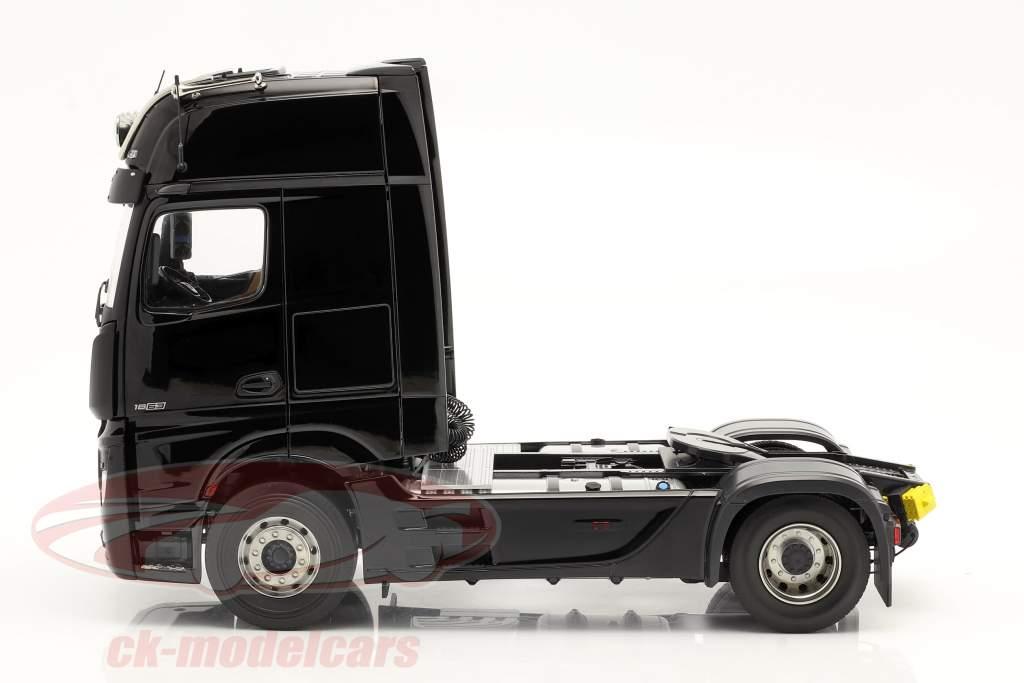 Mercedes-Benz Actros Gigaspace 4x2 SZM black without Mercedes design 1:18 NZG