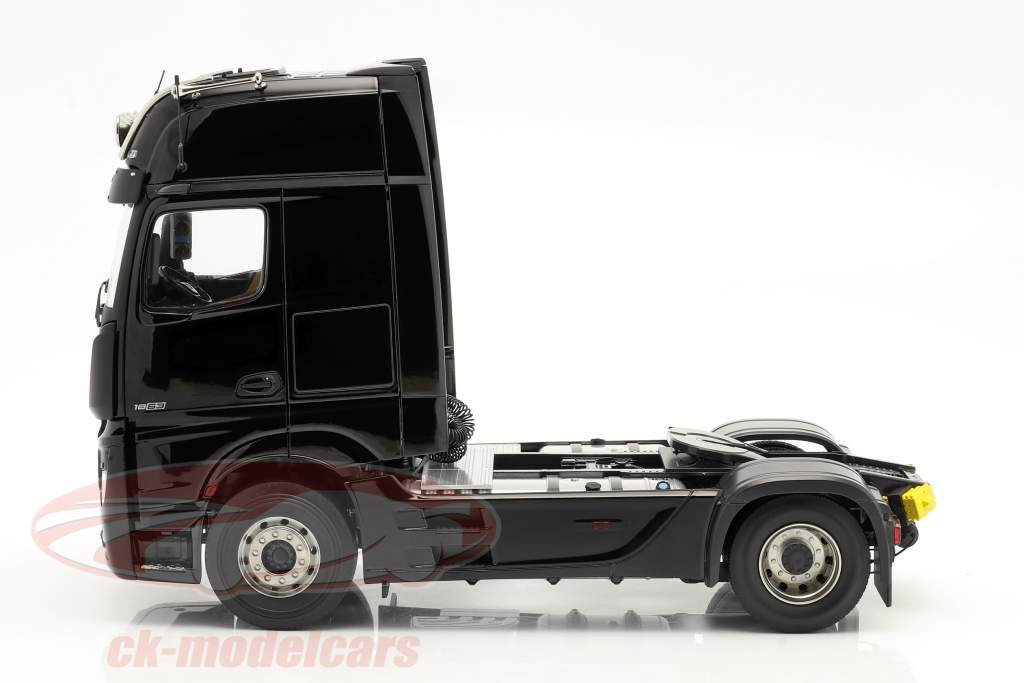 Mercedes-Benz Actros Gigaspace 4x2 SZM sort uden Mercedes design 1:18 NZG