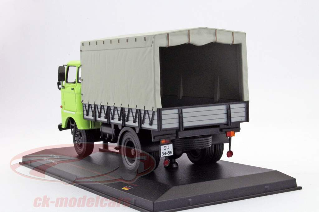 IFA W50L anno 1965 verde 1:43 Ixo IST-Models
