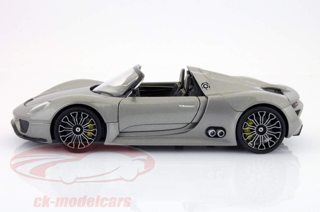 Porsche 918 Spyder Year 2013 gray 1:24 Welly