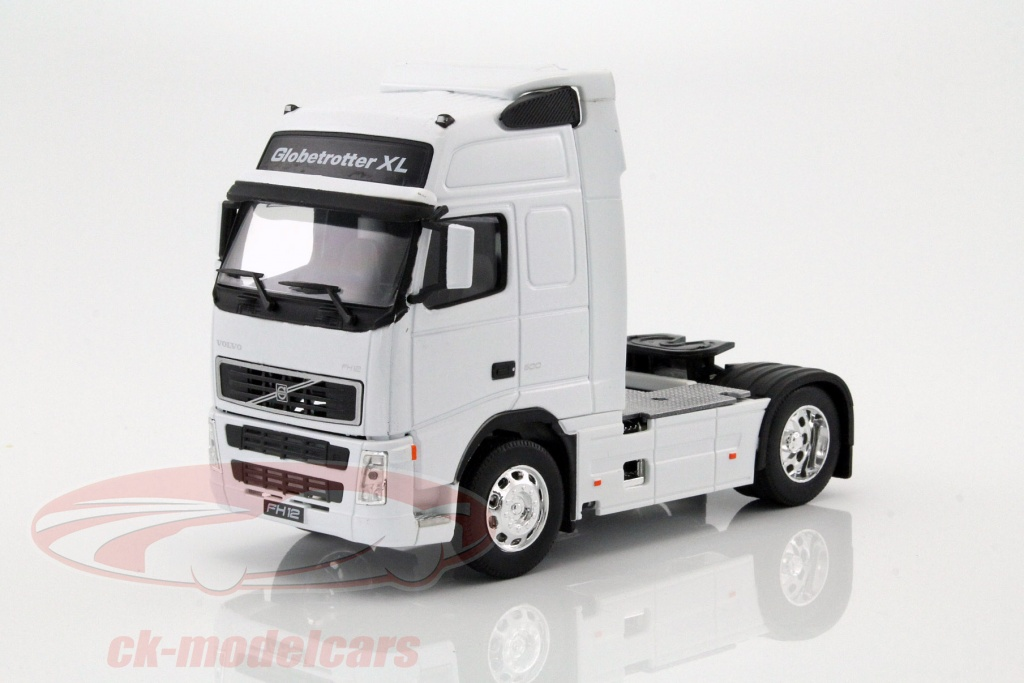 welly-1-32-volvo-fh12-globetrotter-xl-weiss-32630w/