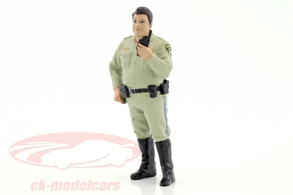 american-diorama-1-18-police-series-highway-patrol-figur-iv-talking-on-radio-ad77466/