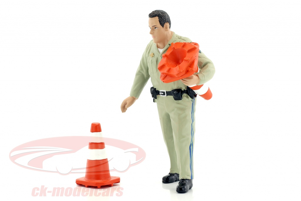 american-diorama-1-18-police-highway-patrol-figure-ii-collecting-traffic-cones-ad77464/