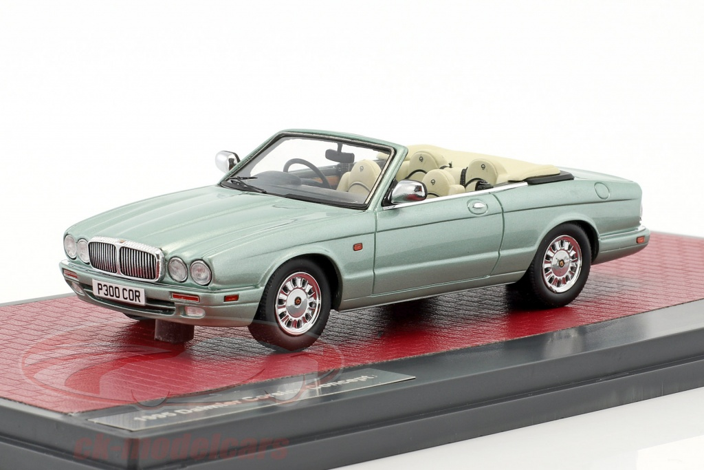 matrix-1-43-daimler-corsica-concept-cabriolet-year-1995-bright-green-metallic-mx50402-031/