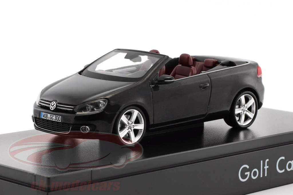 schuco-1-43-volkswagen-vw-golf-cabriolet-annee-de-construction-2012-noir-avec-rouge-sieges-5k7099300ico/