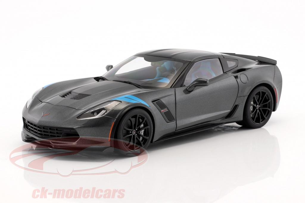 autoart-1-18-chevrolet-corvette-c7-grand-sport-baujahr-2017-grau-metallic-mit-schwarzen-streifen-71272/