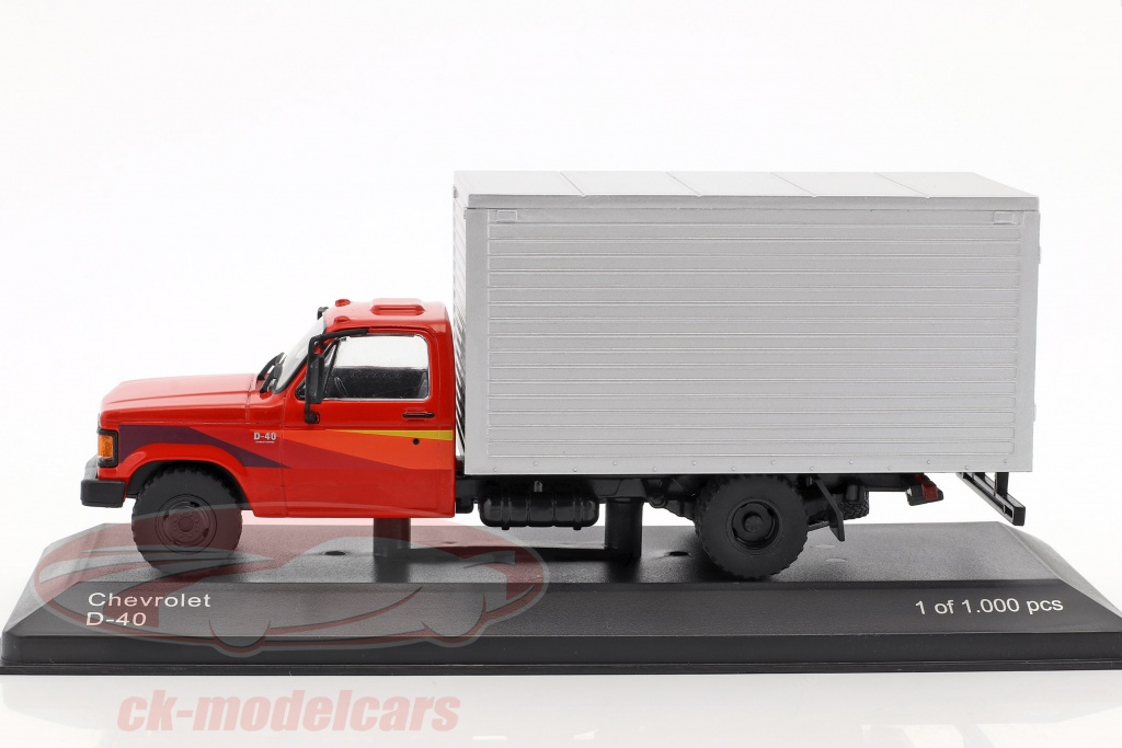 1:43 White Box Chevrolet D-40 1985 red//silver