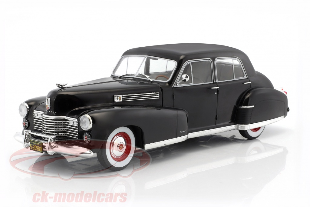 modelcar-group-1-18-fleetwood-series-60-special-sedan-baujahr-1941-schwarz-mcg18070/