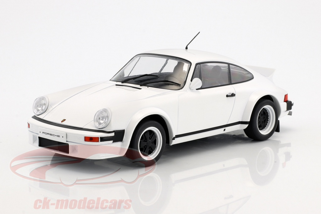 ixo-1-18-porsche-911-race-version-year-1982-white-18cmc007/