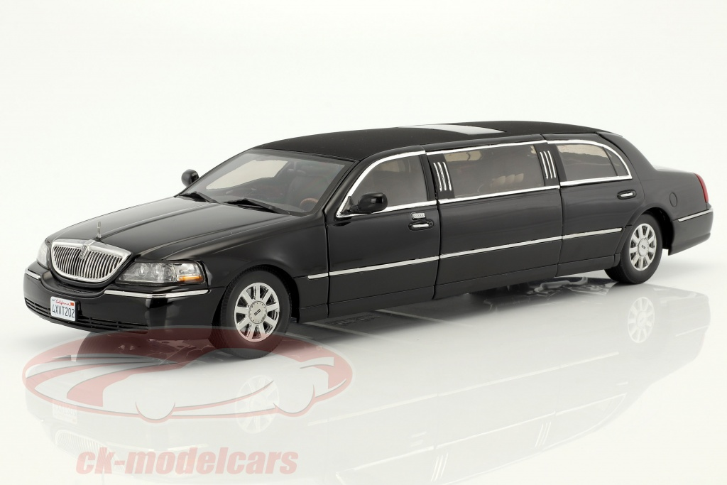 sun-star-models-1-18-lincoln-town-car-limousine-year-2003-black-4202/