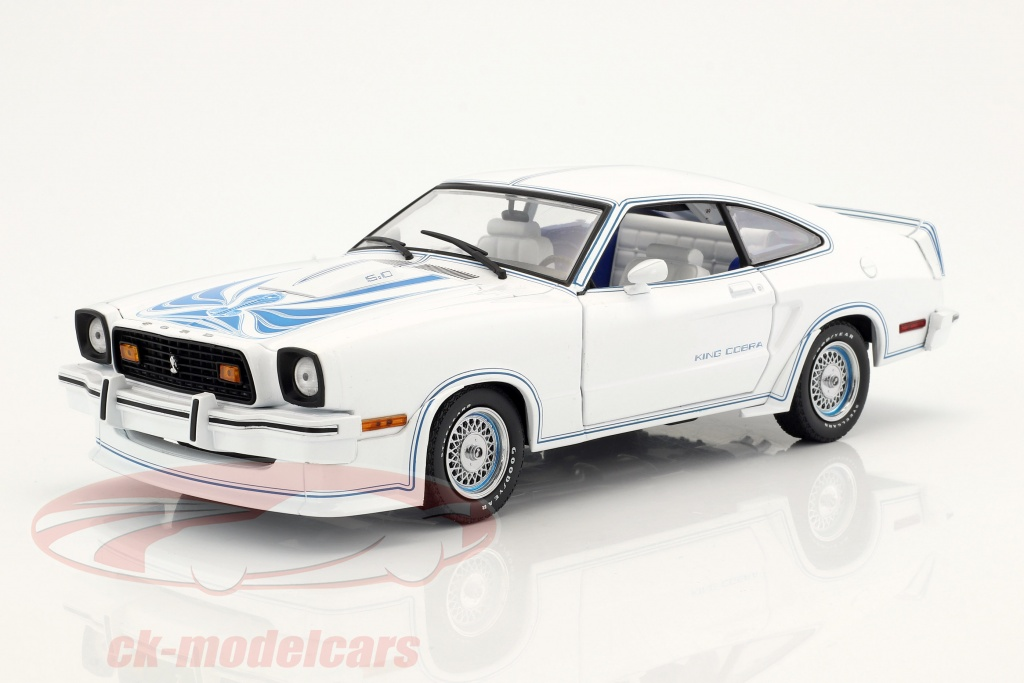 greenlight-1-18-ford-mustang-ii-king-cobra-year-1978-white-blue-13508/