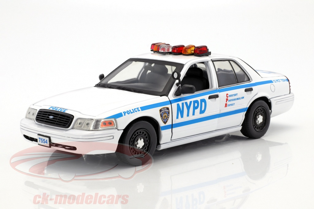 greenlight-1-18-ford-crown-victoria-police-interceptor-nypd-2001-serie-tv-blue-bloods-blanc-bleu-13513/