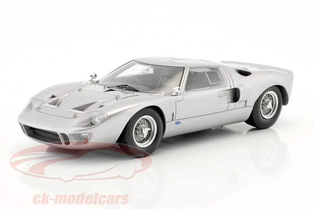 spark-1-18-ford-gt40-street-version-year-1966-silver-18s293/