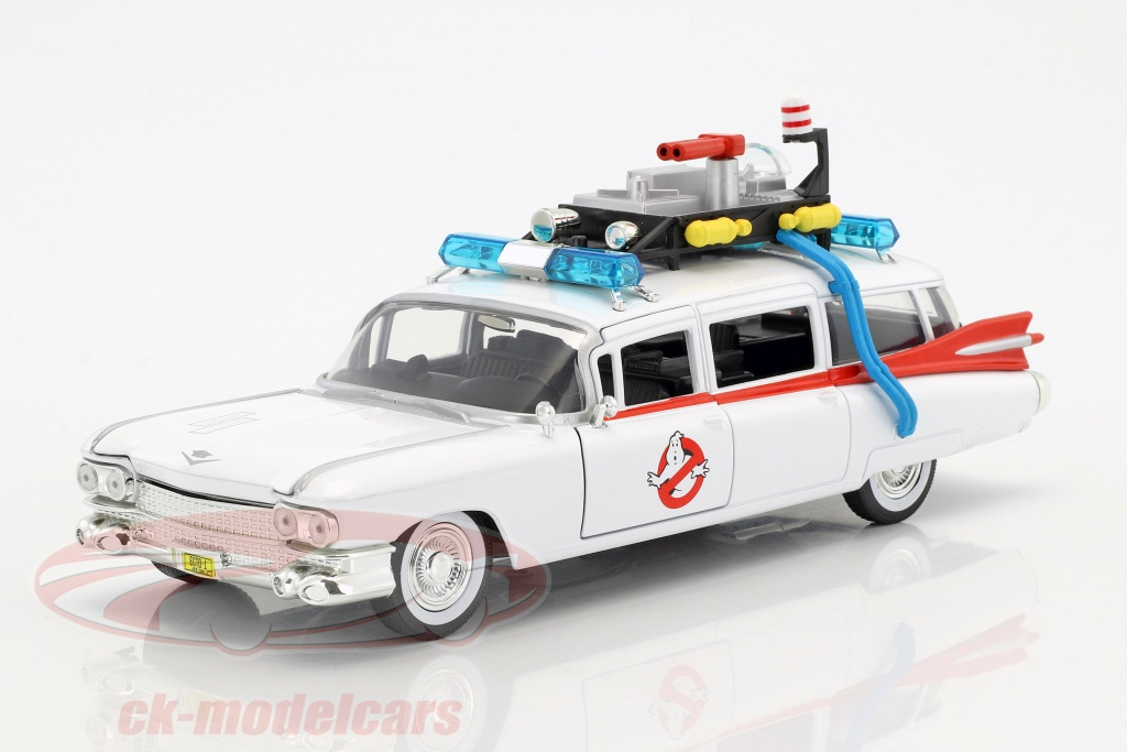 jadatoys-1-24-cadillac-ecto-1-out-the-movie-ghostbusters-1984-white-99731/