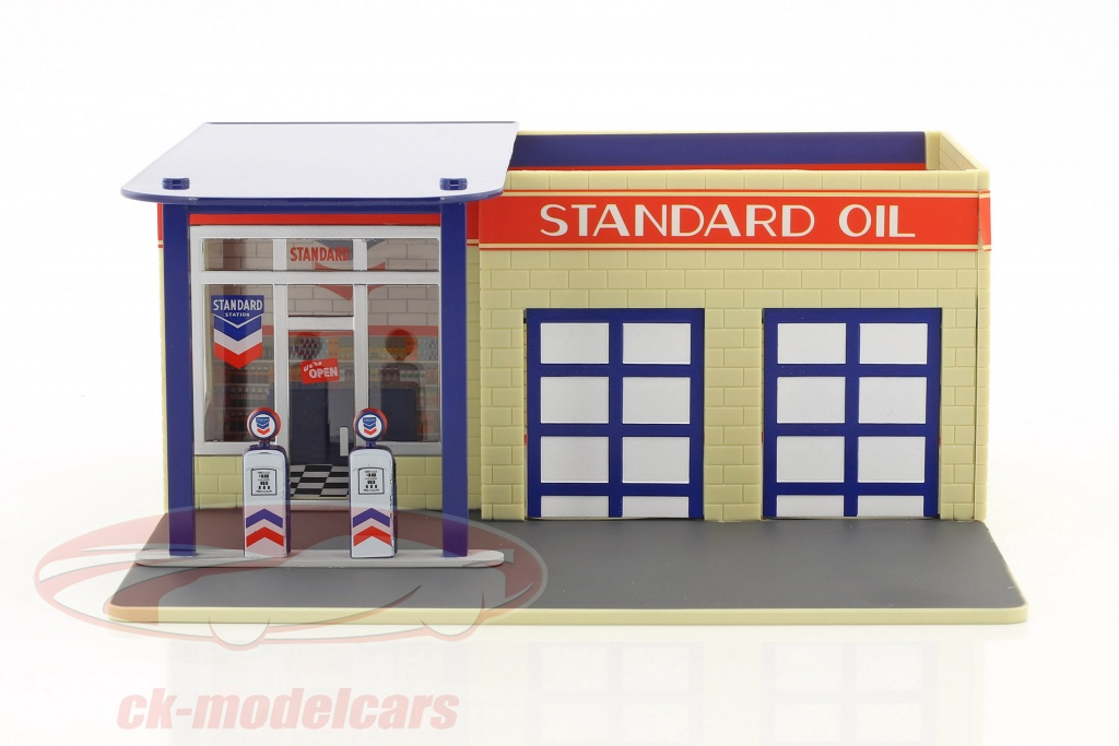 greenlight-1-64-vintage-gas-station-standard-oil-mechanics-corner-series-iii-57032/