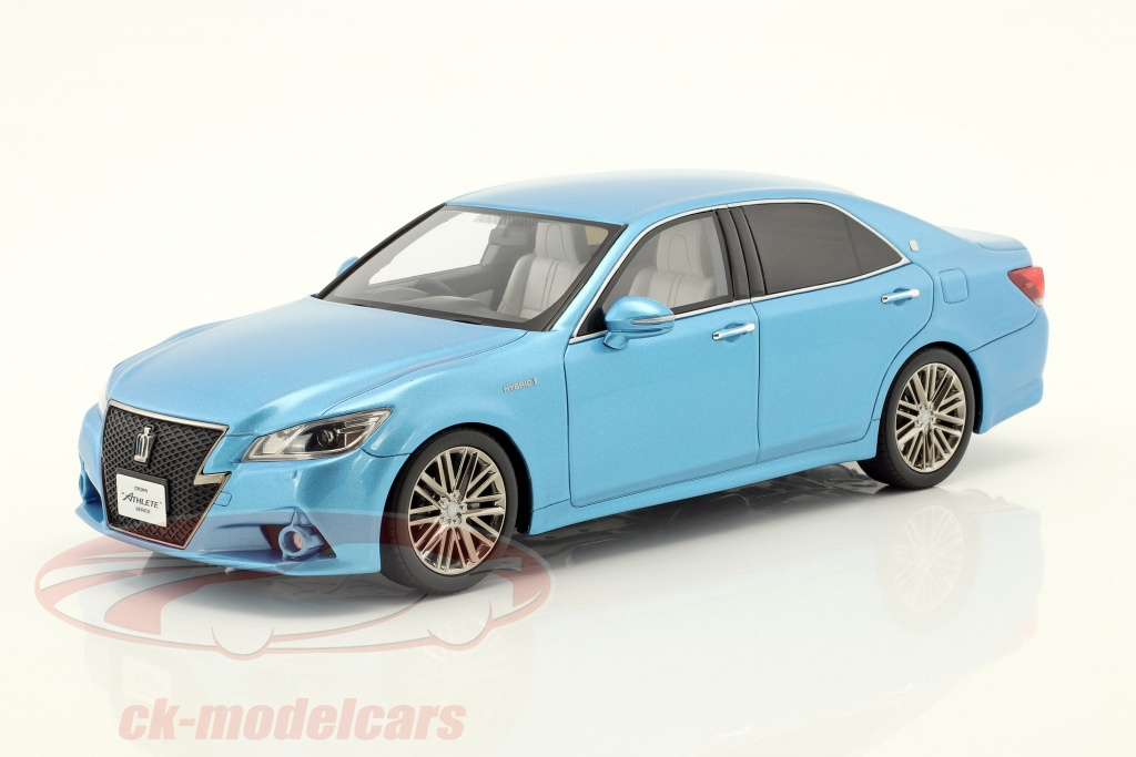 kyosho-1-18-toyota-crown-hybrid-athlete-s-blue-metallic-ksr18001bl/