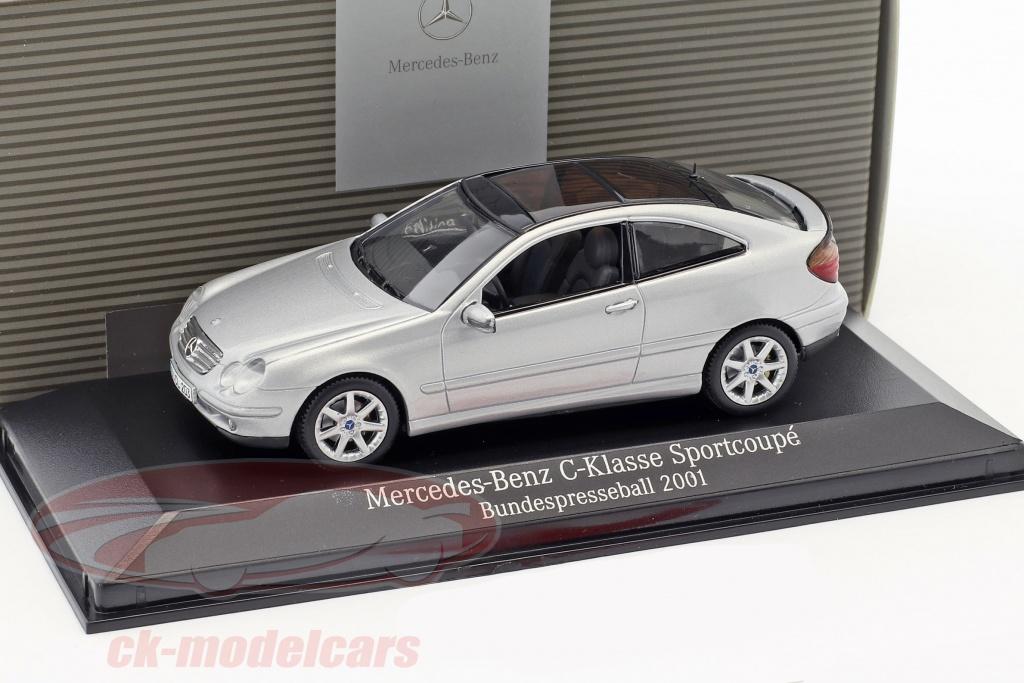 minichamps-1-43-mercedes-benz-c-klasse-sport-coupe-bundespresseball-2001-silver-ck48322/