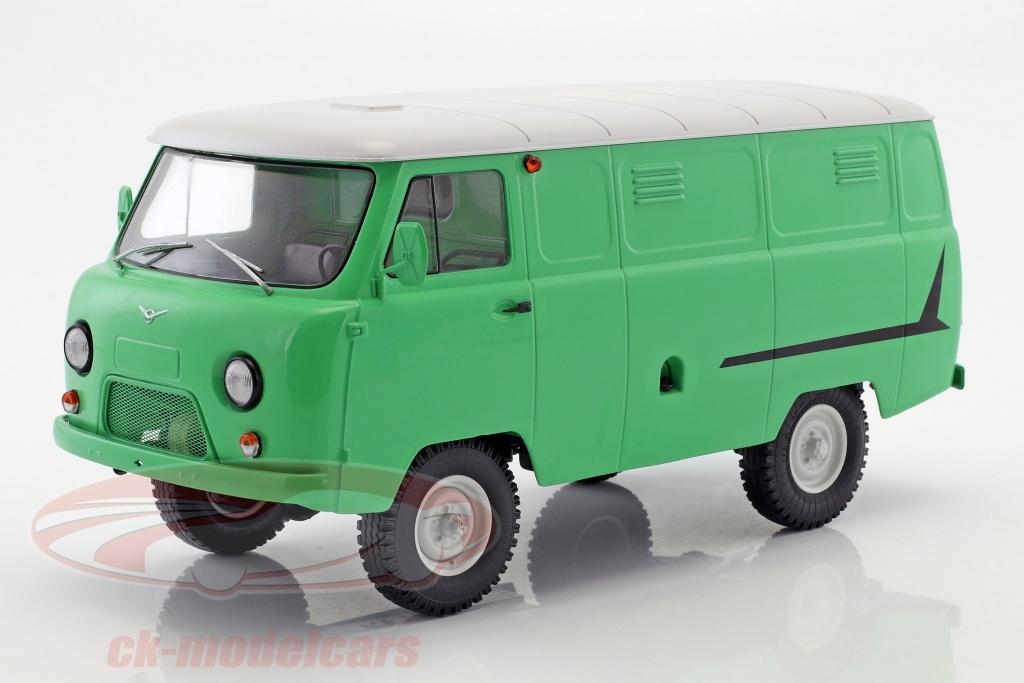 premium-classixxs-1-18-uaz-452-3741-van-brillant-vert-blanc-pcl47070/