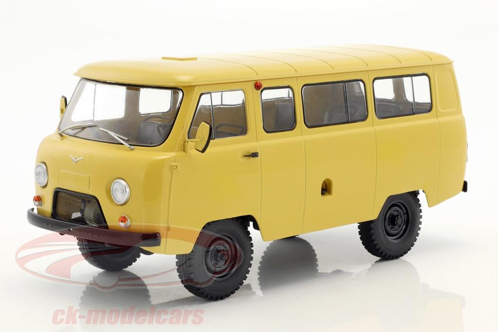 premium-classixxs-1-18-uaz-452v-2206-minibus-sombre-beige-pcl47075/