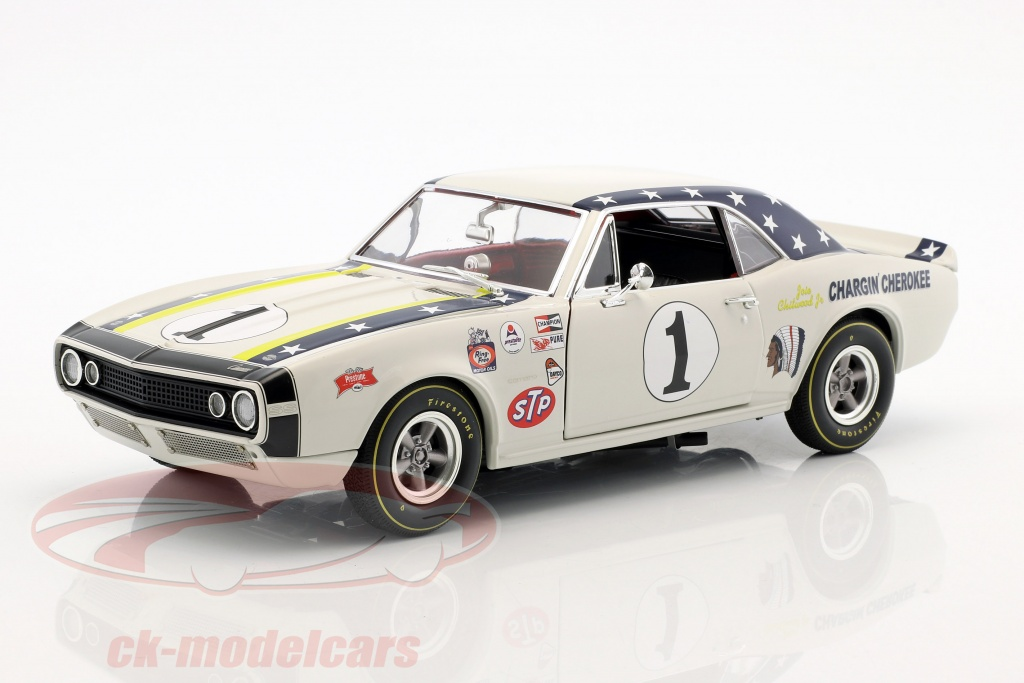 gmp-1-18-chevrolet-camaro-no1-year-1967-joie-chitwood-chargin-cherokee-white-1805713/