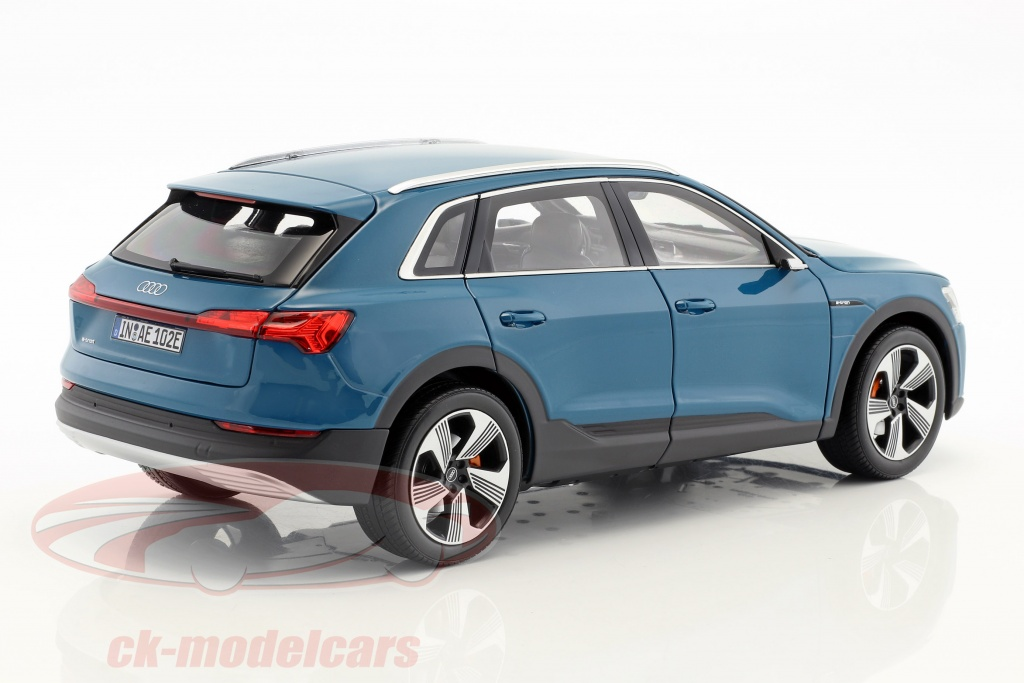 Audi originales coche modelo audi e-tron en 1:18 antiguablau