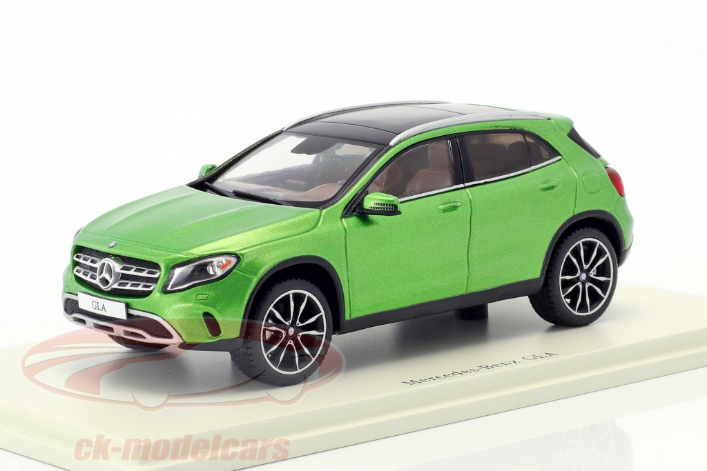spark-1-43-mercedes-benz-gla-class-250-year-2017-green-sdc026/