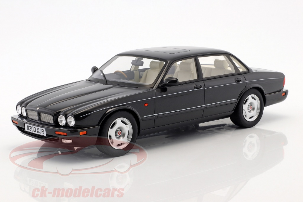 cult-scale-models-1-18-jaguar-xjr-x300-annee-de-construction-1995-noir-metallique-cml052-1/
