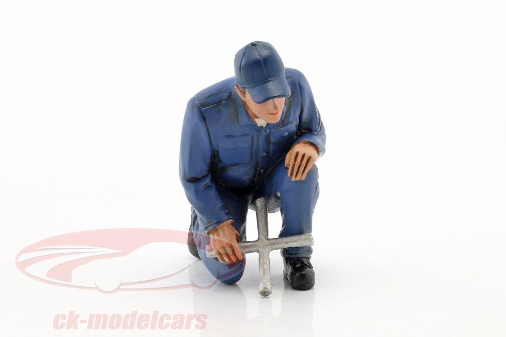 american-diorama-1-18-mechanic-juan-with-lug-wrench-figure-ad38177/