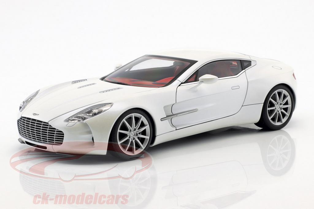 2009 Autoart 70244-1//18 Aston Martin One-77 - Morning Frost White Neu