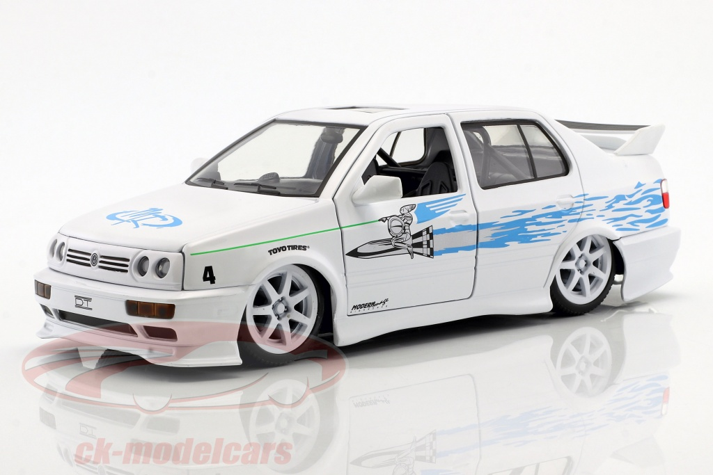 jadatoys-1-24-jesses-volkswagen-vw-jetta-a3-from-the-movie-fast-furious-2001-white-blue-99591/