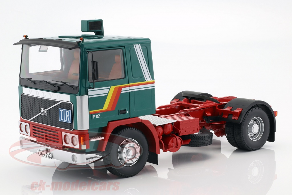 road-kings-1-18-volvo-f12-trekker-bouwjaar-1977-groen-wit-rood-rk180032/