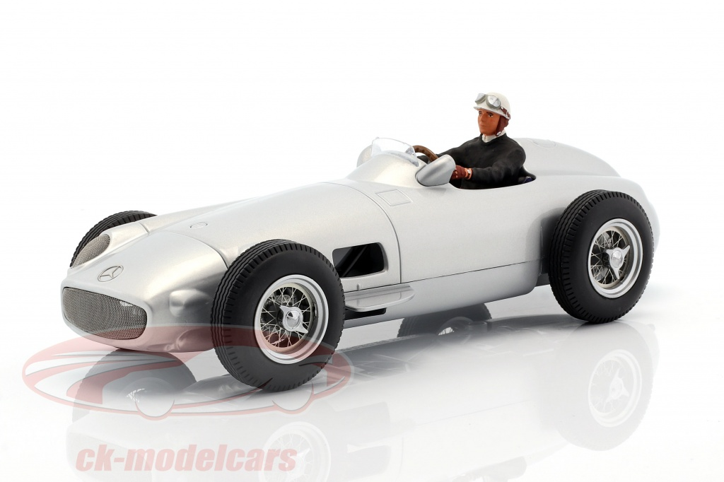 figurenmanufaktur-1-18-seated-racer-figure-with-black-pullover-ae180178/