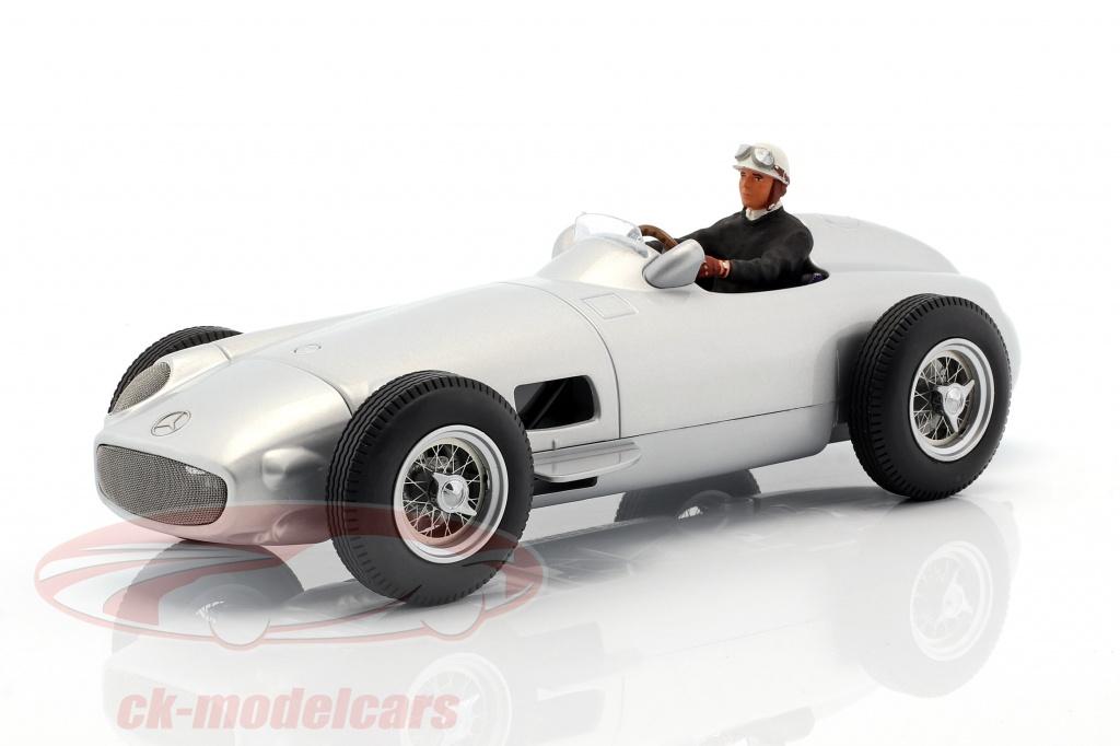 figurenmanufaktur-1-18-siddende-racer-figur-med-sort-sweater-ae180178/