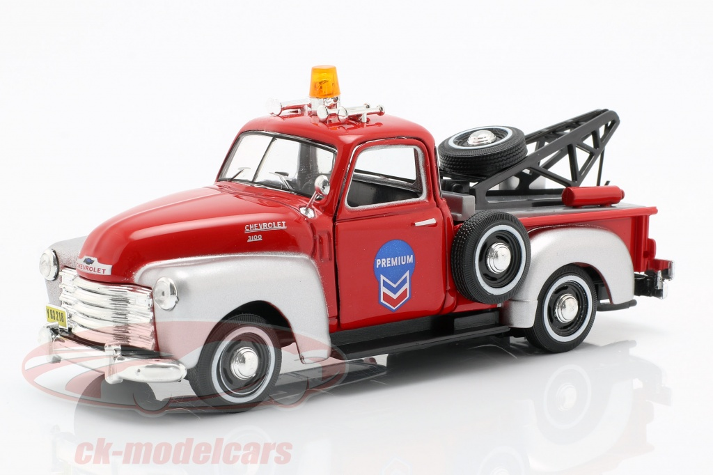 cararama-1-43-chevrolet-c3100-tow-truck-red-silver-4-13860/