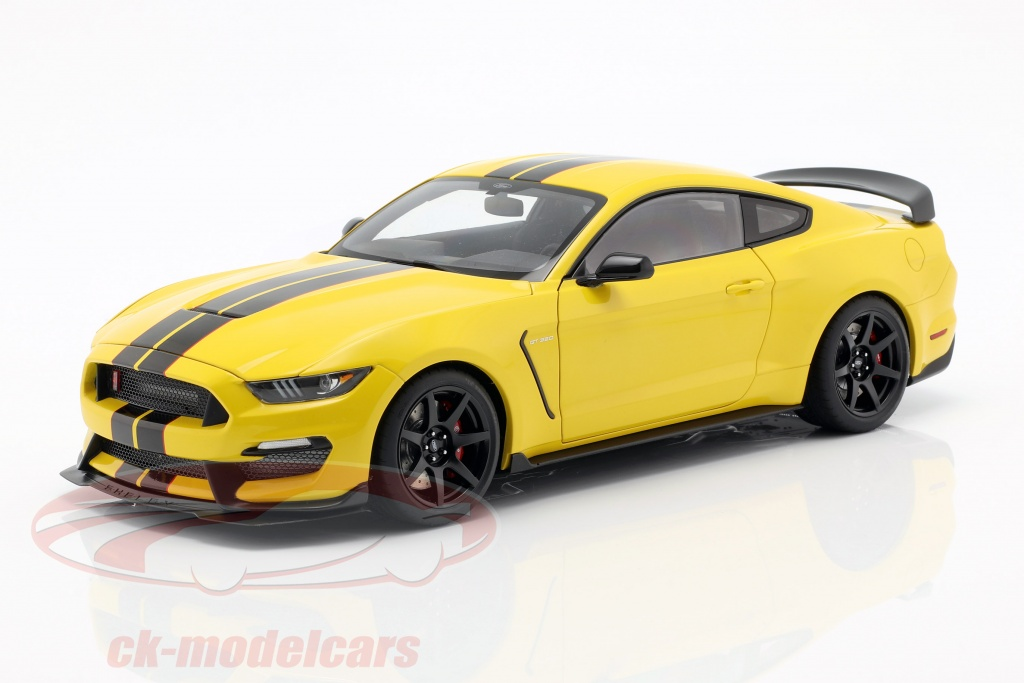 autoart-1-18-ford-mustang-shelby-gt350r-year-2017-yellow-black-72932/