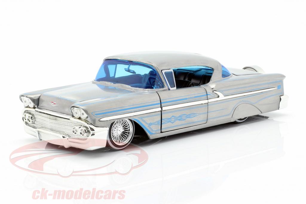 jadatoys-1-24-chevy-impala-hard-top-ano-de-construccion-1958-gris-plata-azul-253745000/
