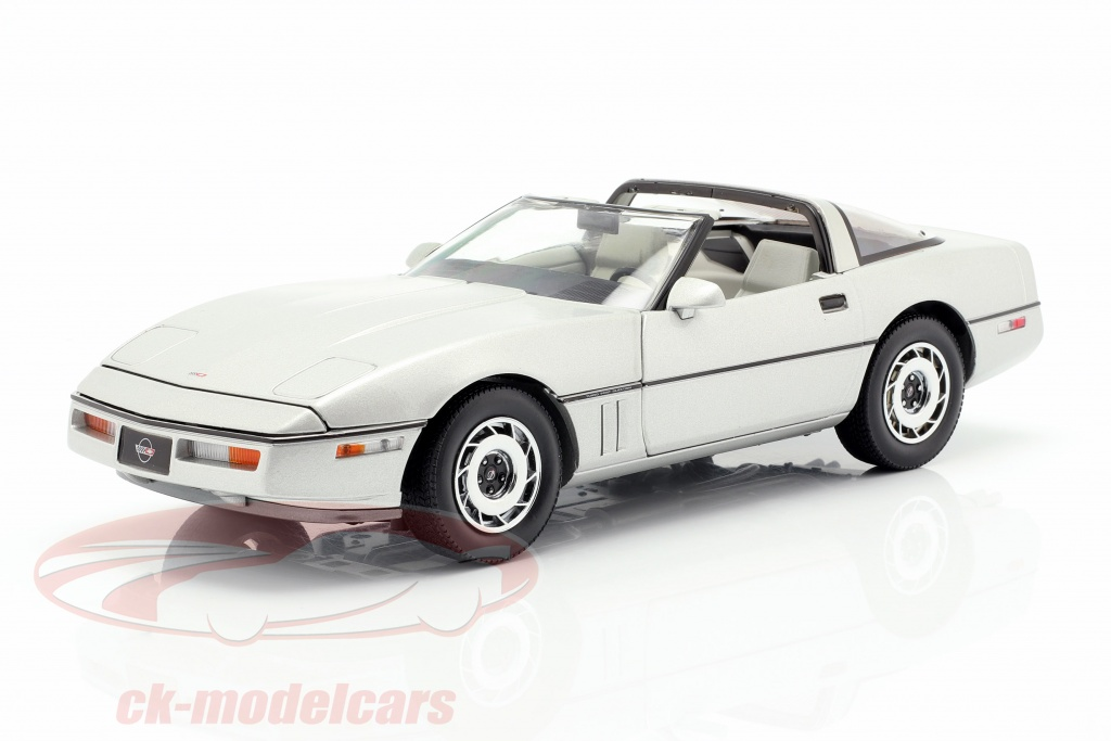 greenlight-1-18-chevrolet-corvette-c4-annee-de-construction-1984-argent-metallique-13534/
