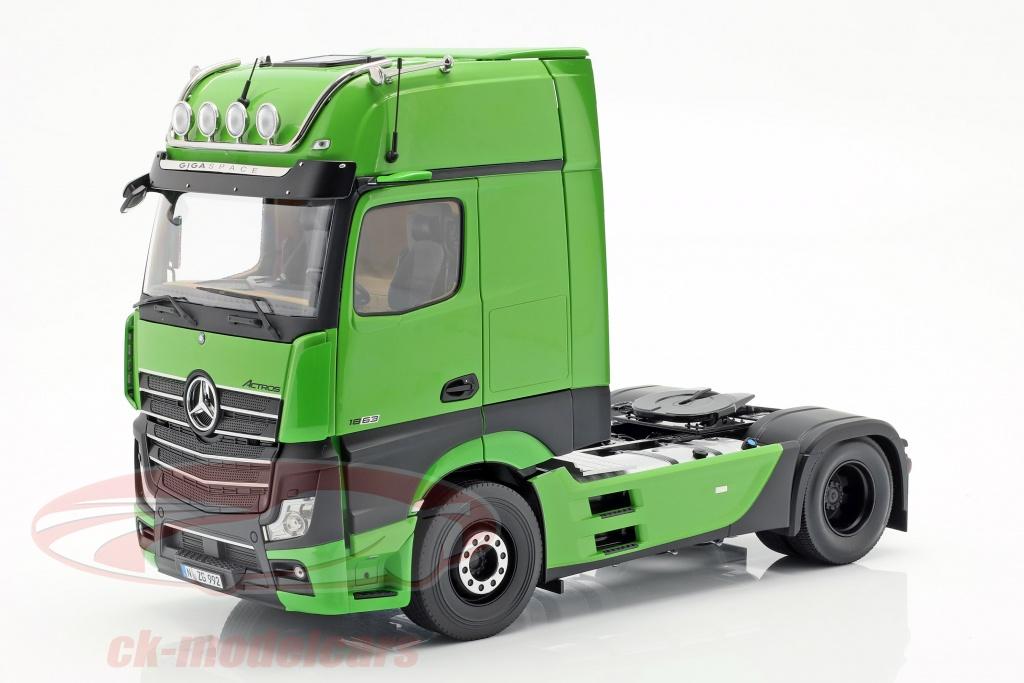 nzg-1-18-mercedes-benz-actros-gigaspace-4x2-vrachtwagen-facelift-2018-groen-992-30-lm99200030/