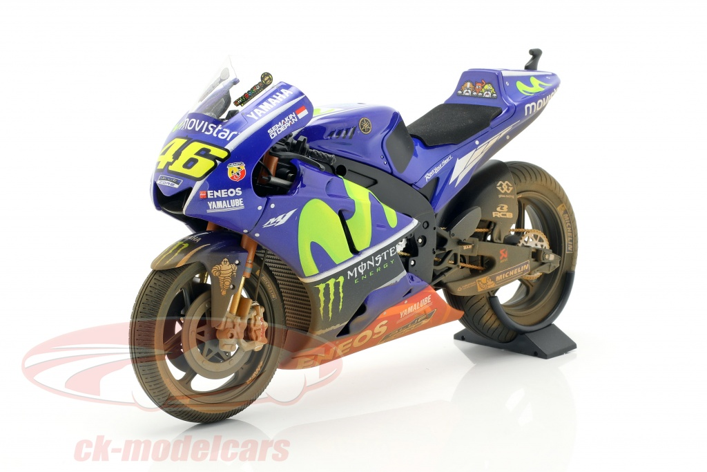 minichamps-1-12-v-rossi-yamaha-yzr-m1-dirty-version-no46-motogp-malasia-2017-122173346/