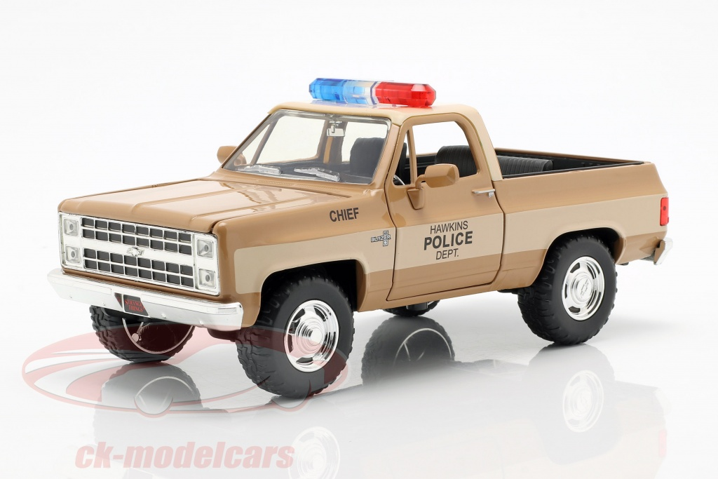 jadatoys-1-24-hoppers-chevy-blazer-con-distintivo-della-polizia-serie-tv-stranger-things-marrone-beige-253255003/