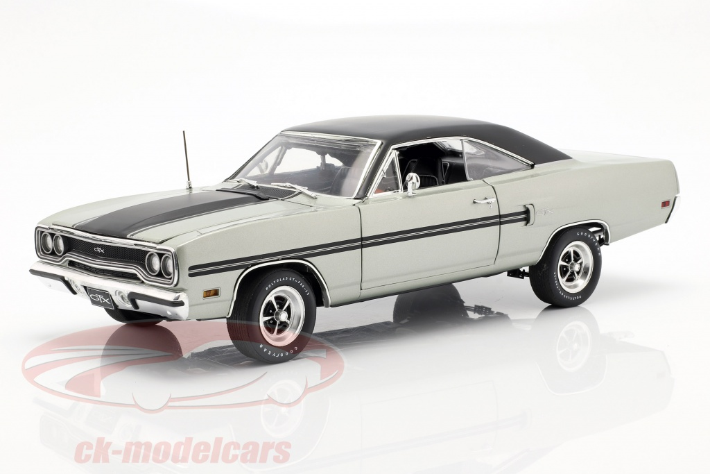 gmp-1-18-plymouth-gtx-year-1970-silver-metallic-black-18895/