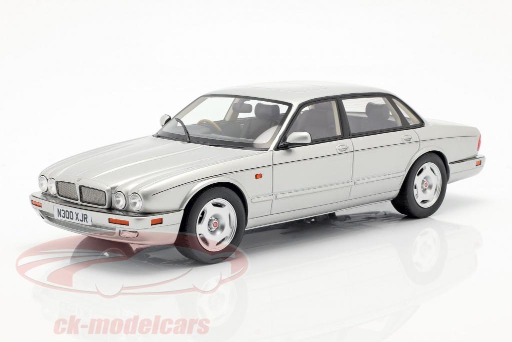 cult-scale-models-1-18-jaguar-xjr-x300-anno-di-costruzione-1995-argento-cml052-3/