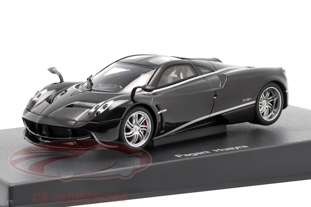 autoart-1-43-pagani-huayra-jaar-2011-zwart-zilver-58209/
