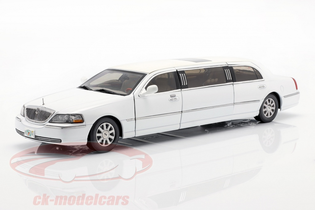 sun-star-models-1-18-lincoln-town-car-limousine-year-2003-white-4201/