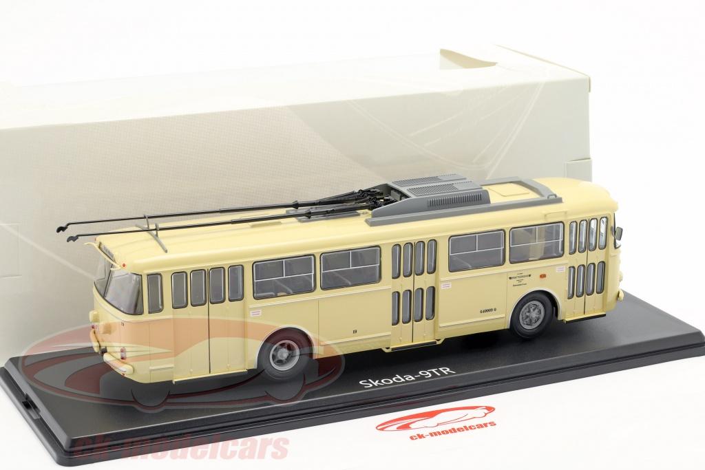 Premium ClassiXXs 1:43 Skoda 14tr Eberswalde white//dark green