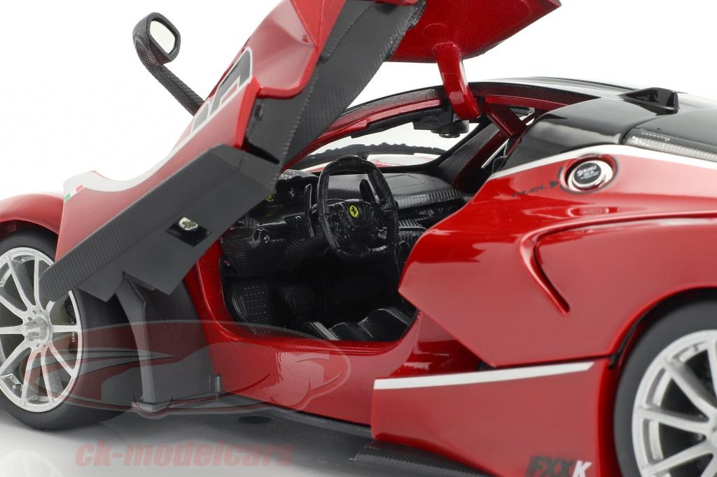 Ferrari FXX-K #10 rojo//negro 1:18 Bburago