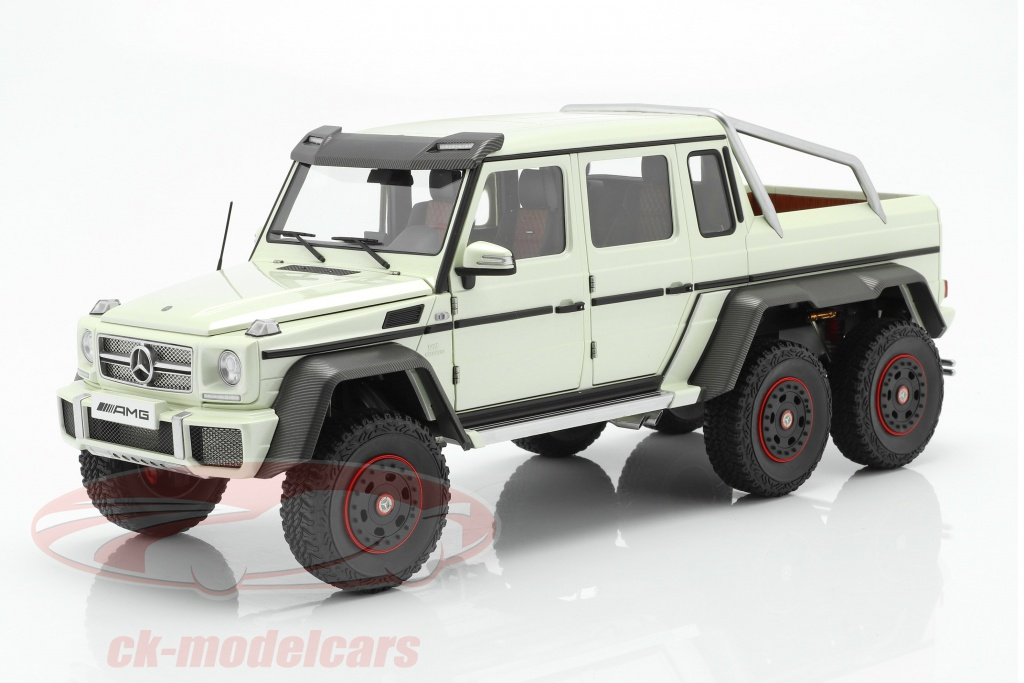 autoart-1-18-mercedes-benz-g63-amg-6x6-bygger-2013-designo-diamant-hvid-76307/