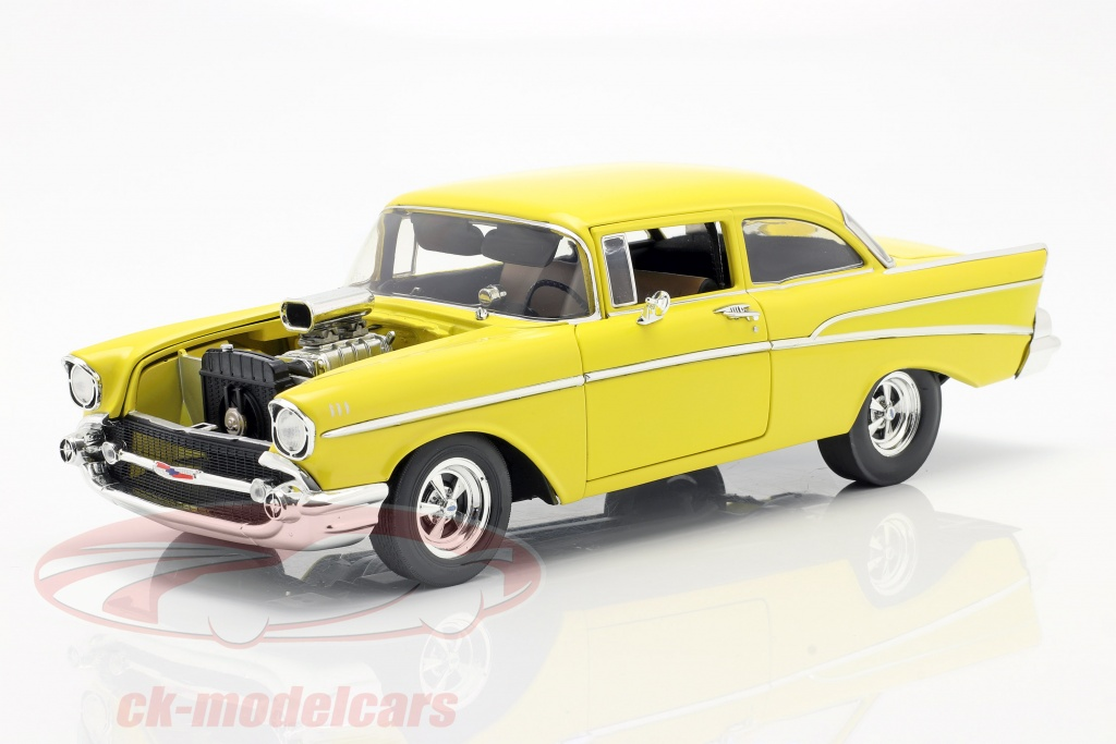 gmp-1-18-chevrolet-210-bygger-1957-hollywood-knights-tribute-edition-gul-a1807006/