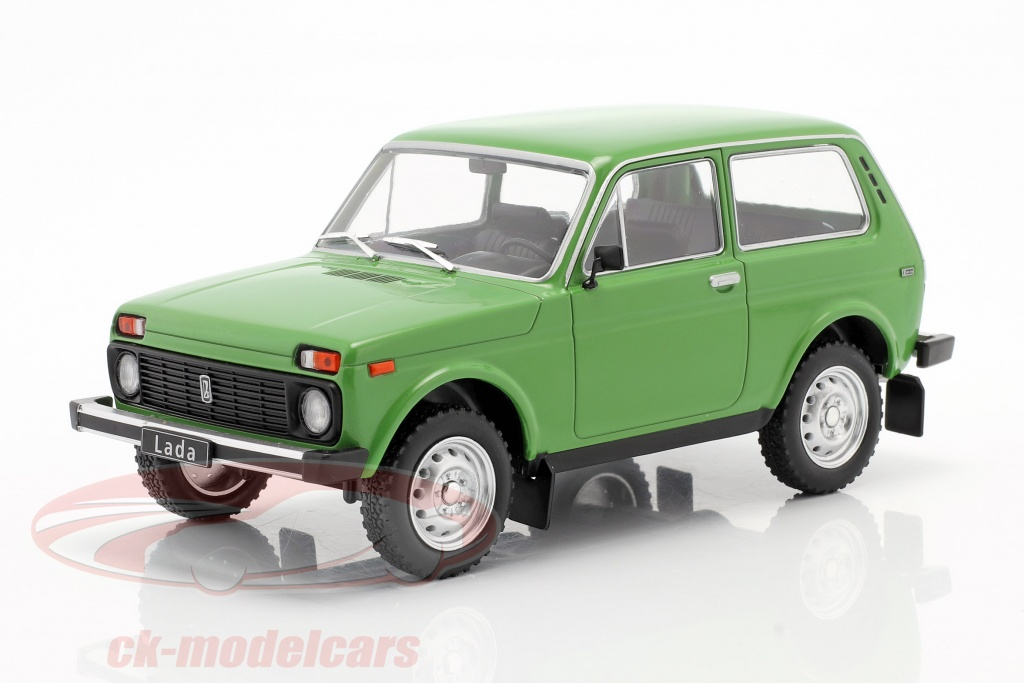 whitebox-1-24-lada-niva-verde-wb124037/
