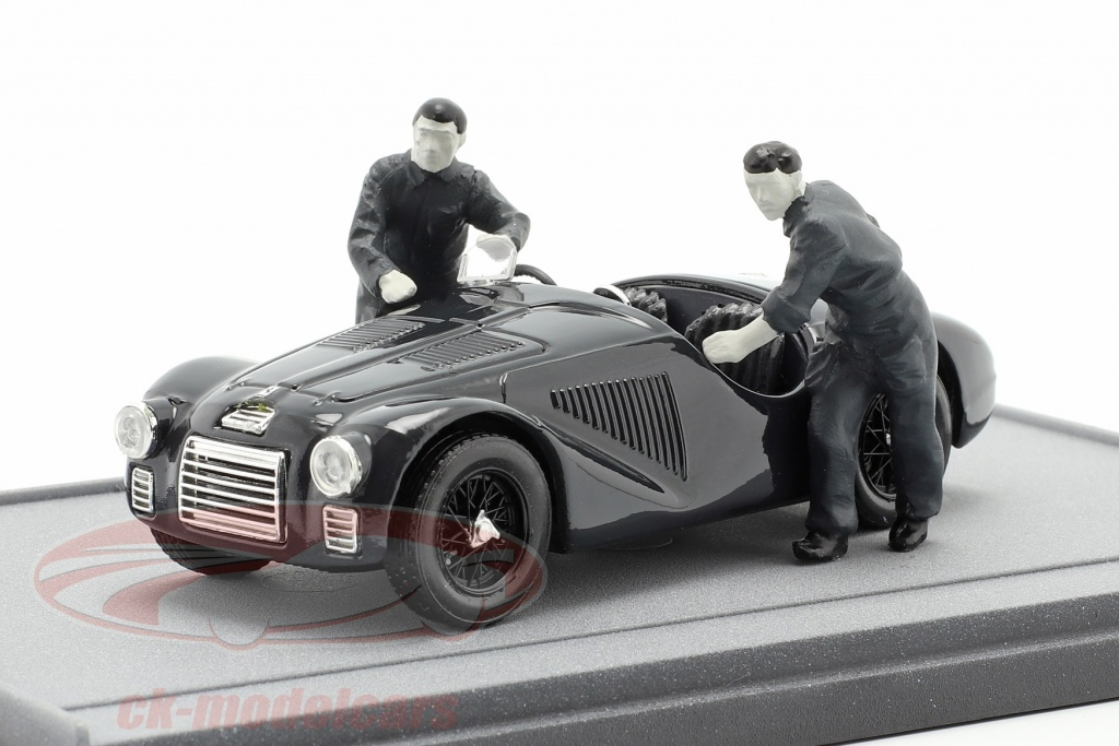 brumm-1-43-fabrica-ferrari-maranello-1947-ferrari-125s-with-two-mechanics-black-white-as50bw/